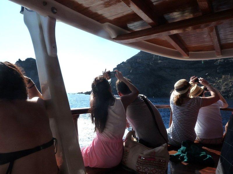 Photographers_on_boat
